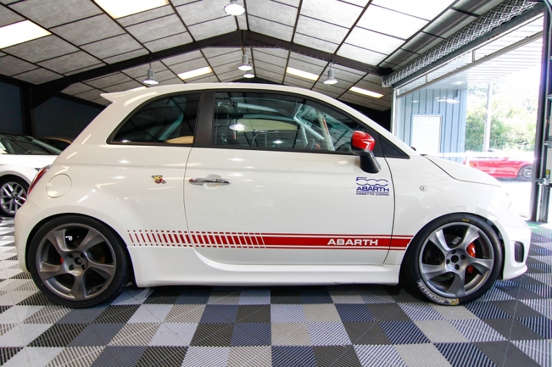 Photo 11 de l'offre de ABARTH 500 1.4 TURBO PREPA PISTE 244CH à 15990€ chez AC111 Automobiles