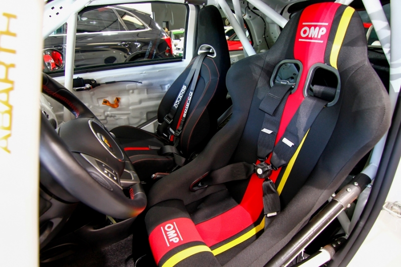 Photo 3 de l'offre de ABARTH 500 1.4 TURBO PREPA PISTE 244CH à 15990€ chez AC111 Automobiles