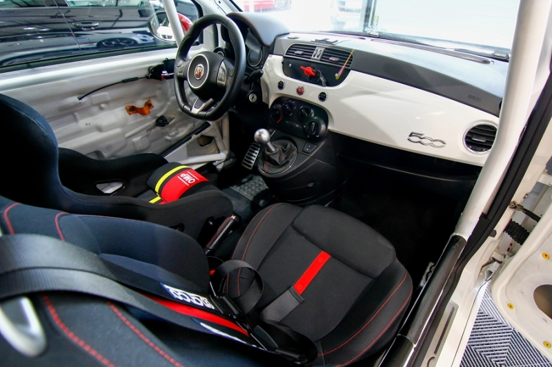 Photo 6 de l'offre de ABARTH 500 1.4 TURBO PREPA PISTE 244CH à 15990€ chez AC111 Automobiles