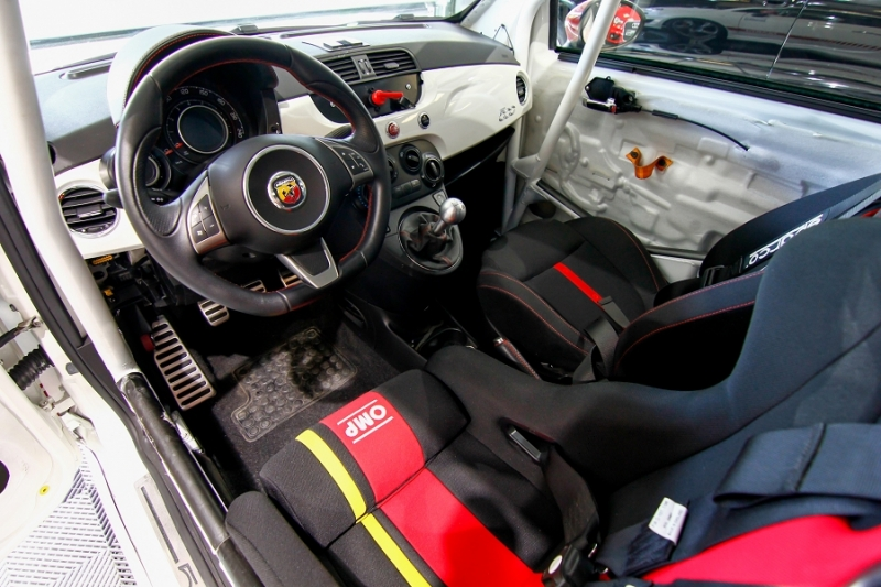 Photo 2 de l'offre de ABARTH 500 1.4 TURBO PREPA PISTE 244CH à 15990€ chez AC111 Automobiles