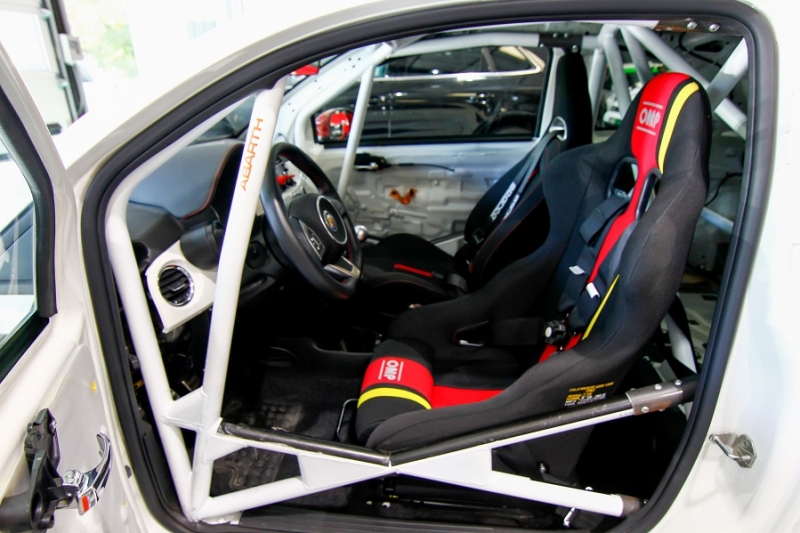 Photo 4 de l'offre de ABARTH 500 1.4 TURBO PREPA PISTE 244CH à 15990€ chez AC111 Automobiles