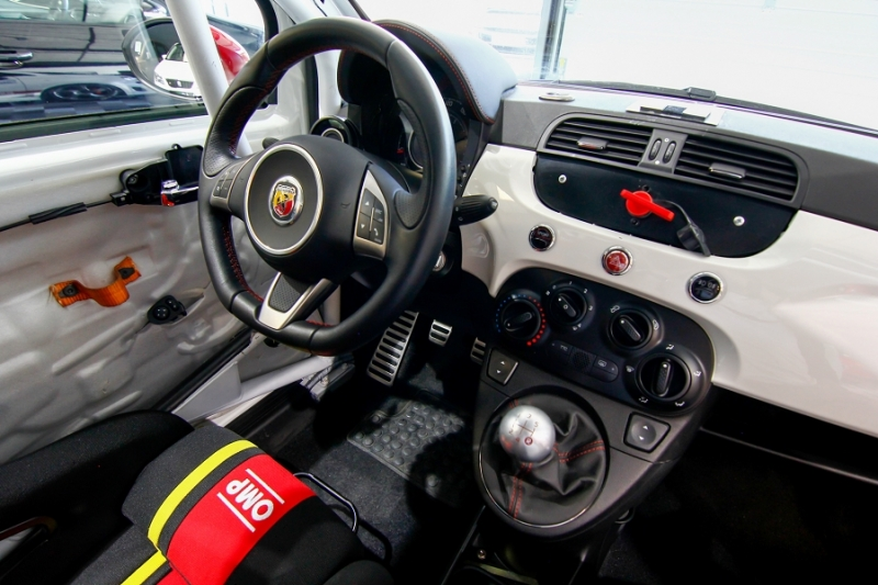 Photo 7 de l'offre de ABARTH 500 1.4 TURBO PREPA PISTE 244CH à 15990€ chez AC111 Automobiles