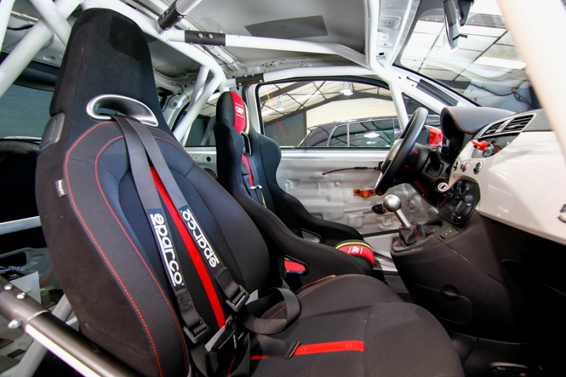Photo 8 de l'offre de ABARTH 500 1.4 TURBO PREPA PISTE 244CH à 15990€ chez AC111 Automobiles